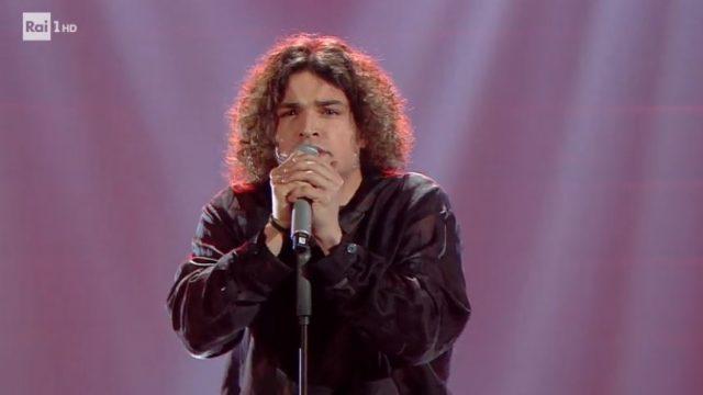 Sanremo 2020 diretta 4 febbraio - Leo Gassman canta Vai bene così