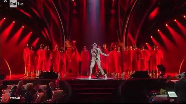 Sanremo 2020 look 6 febbraio Mika