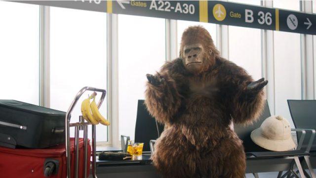 Spot in TV Crodino - Il ritorno del celebre gorilla per l'analcolico biondo con un messaggio distensivo e pacifico