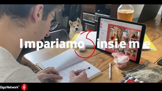 Spot in TV Vodafone coronavirus - I video della pubblicità la parola d'ordine Insieme