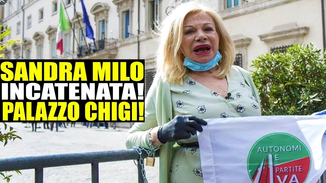 Sandra Milo incatenata