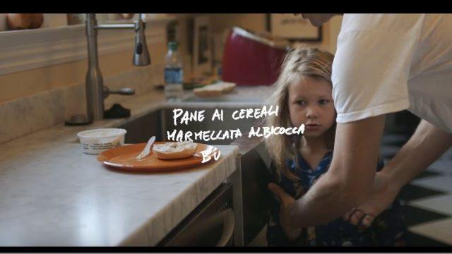 Spot in TV Carrefour - Cyndi Lauper per l'omaggio agli italiani in cucina