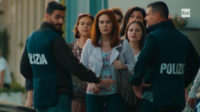 Vivi e lascia vivere 28 maggio - Laura scopre che Toni è accusato di omicidio