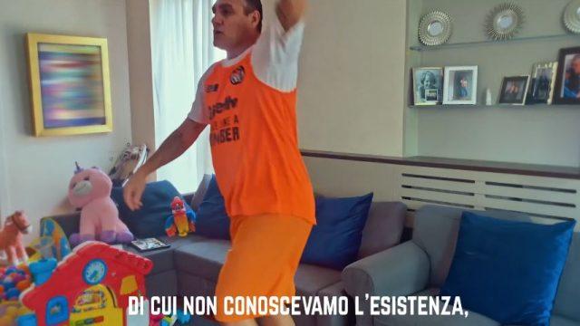 Spot in TV Gillette - Nella nuova pubblicità Bobo Vieri lancia il Bomber kit