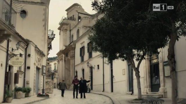 Dove è girato Il giovane Montalbano 2 episodio 17 luglio, sceneggiatura, musiche