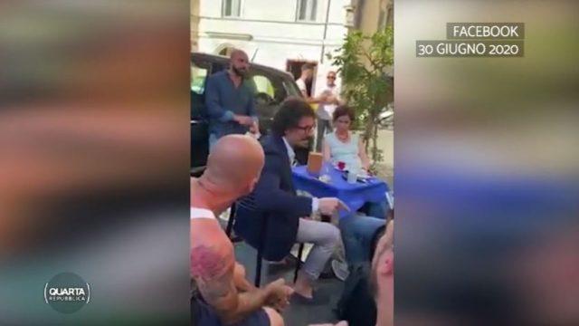 Danilo Toninelli accerchiato
