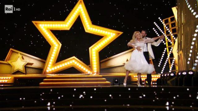 Ballando con le Stelle 26 settembre, diretta - Barbara Bouchet e Stefano Oradei