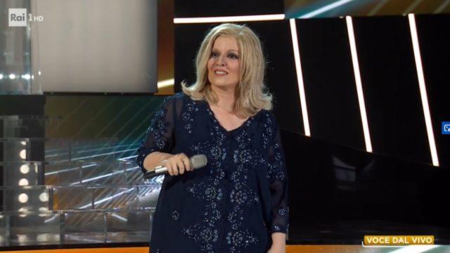 Barbara Cola imita Iva Zanicchi