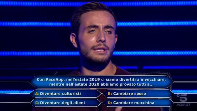 Chi vuol essere milionario 22 settembre, diretta - La prima domanda di Vittorio Nalbone