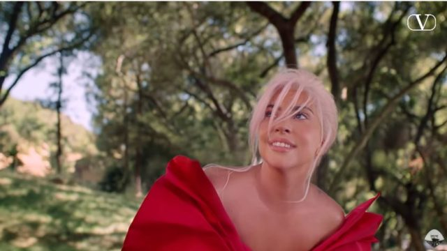 Spot in TV Valentino, Lady Gaga nella pubblicità del profumo Voce Viva