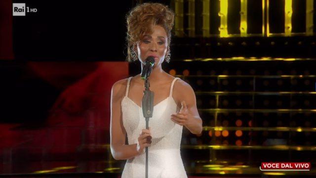 Giulia Sol imita Whitney Houston