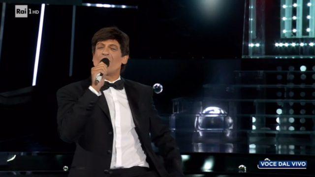 Tale e Quale Show diretta 25 settembre, Pago imita Gianni Morandi