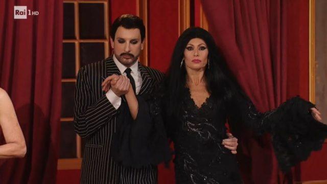 Costantino Della Gherardesca e Sara Di Vaira nei panni de La famiglia Addams