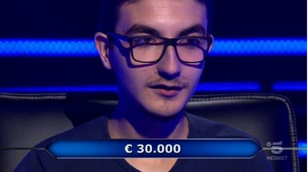 Chi vuol essere milionario 22 ottobre, diretta, il giovane concorrente Chris Caraccioli alla dodicesima domanda