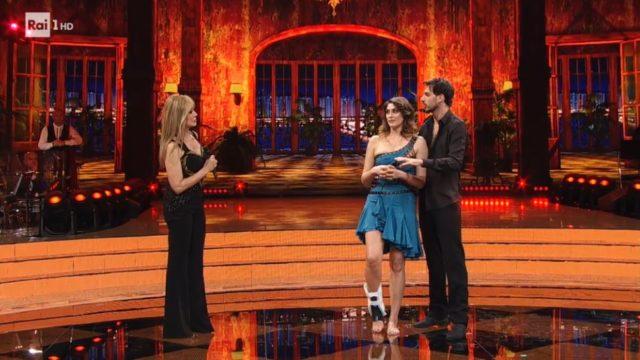 Ballando con le Stelle 31 ottobre, Elisa Isoardi e Raimondo Todaro si ritirano