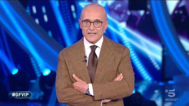 Stasera in TV lunedì 26 ottobre 2020, programmi, film Canale 5 e altri canali Mediaset