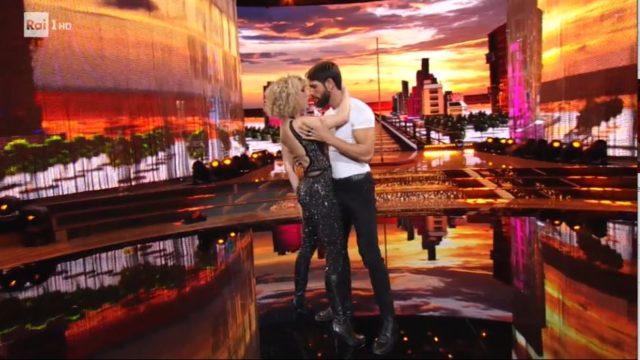 Ballando con le Stelle 10 ottobre diretta - Ballano Gilles Rocca e Lucrezia Lando