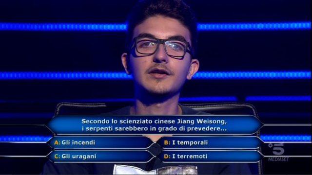 Chi vuol essere milionario 15 ottobre, diretta, la quarta domanda a Chris Joseph Caraccioli