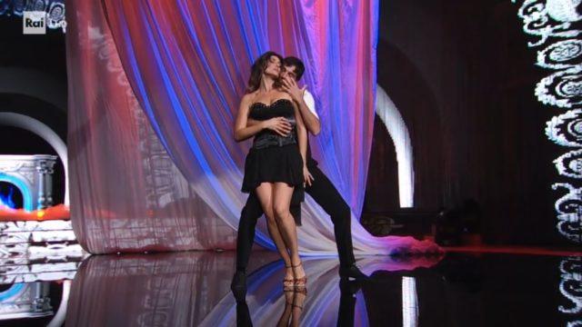 Ballando con le Stelle 10 ottobre, diretta, Elisa Isoardi e Raimondo Todaro