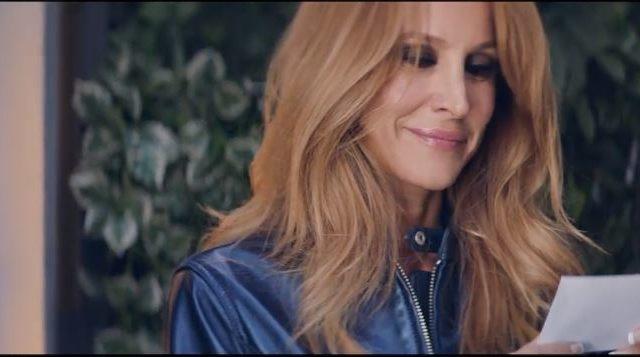 La pubblicità delle pantofole con Adriana Volpe, il video