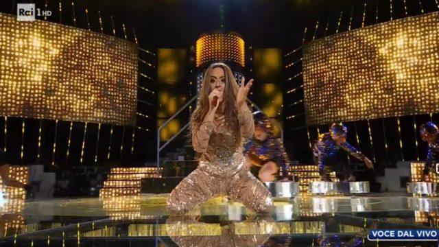 Tale e Quale Show 16 ottobre, diretta, Francesca Manzini imita Jennifer Lopez