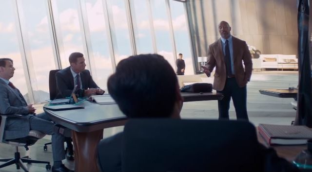 Skyscraper film Canale 5, Regista, personaggi, dove è girato