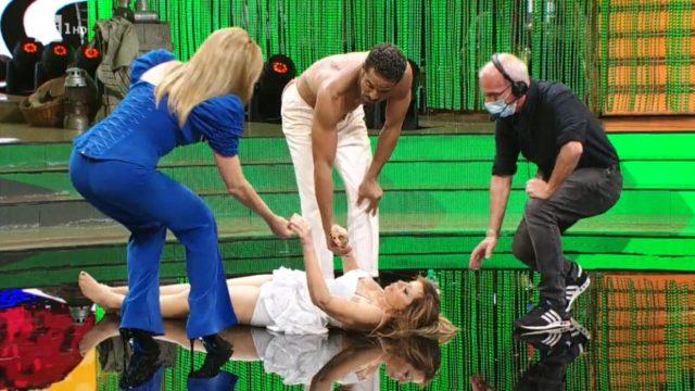 Ballando con le Stelle 7 novembre, diretta, Alessandra Mussolini si accascia