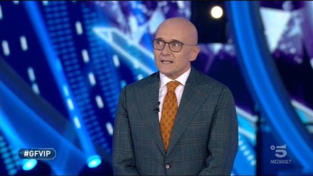Stasera in TV lunedì 2 novembre 2020, programmi, film Canale 5 e altri canali Mediaset