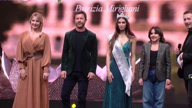 Miss Italia 2020 Martina Sanbucini gruppo