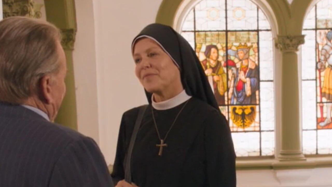 Un ciclone in convento attori
