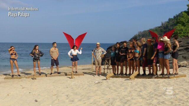 Isola dei Famosi 2021 diretta 22 aprile Playa palapa