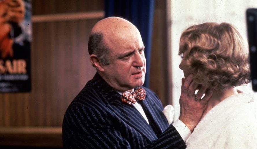 Poirot Omicidio dietro le quinte trama