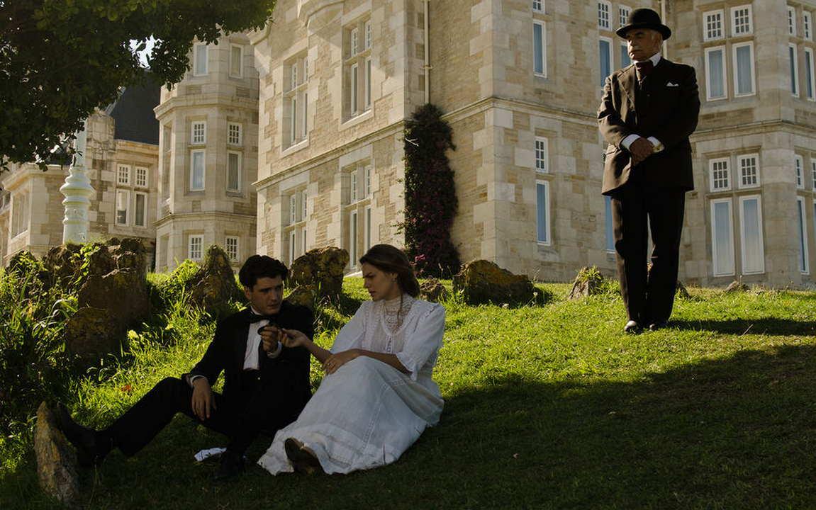 Grand Hotel Legami di sangue Canale 5