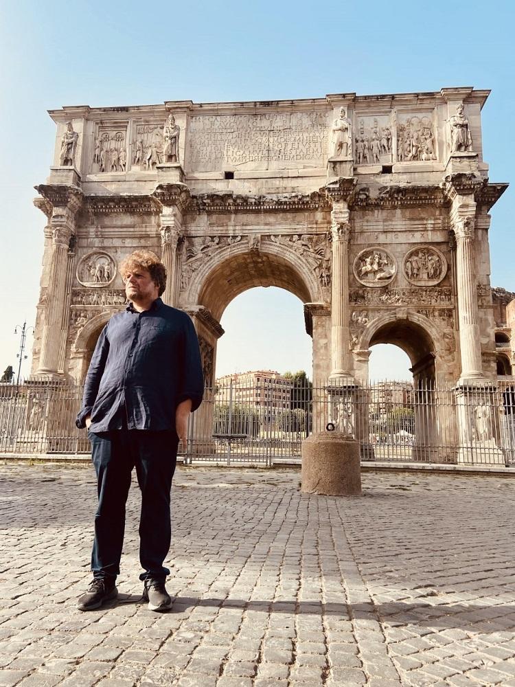Le pietre parlano Alessandro Sortino davanti Arco Costantino