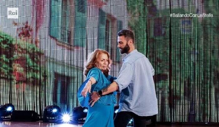 Ballando con le stelle 23 ottobre Valeria Fabrizi in pista